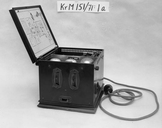 KrM151Y71_1a.jpg