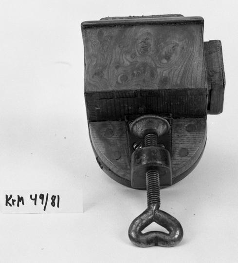 KrM49Y81.jpg