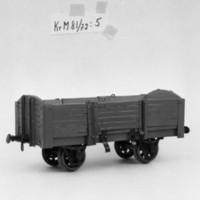 KrM81Y72_5.jpg