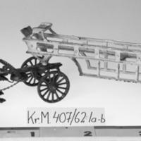 KrM407Y62_1a-b.jpg