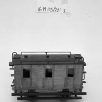 KrM115Y72_7.jpg